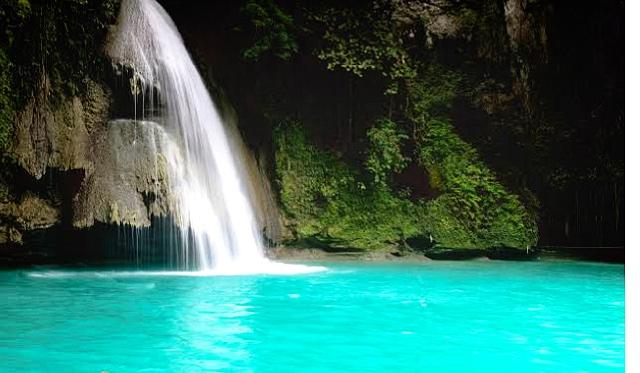 Kawasan Falls カワサン滝